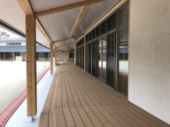 再生木材のウッドデッキ