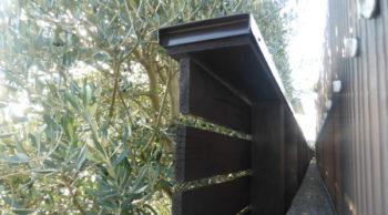 ウエスタンレッドシダーのウッドフェンス10年目の再塗装